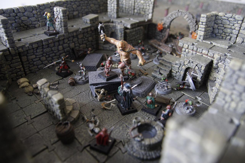 Tom: Table des mines de la Moria avec des décors en 3D 23-LOTR11